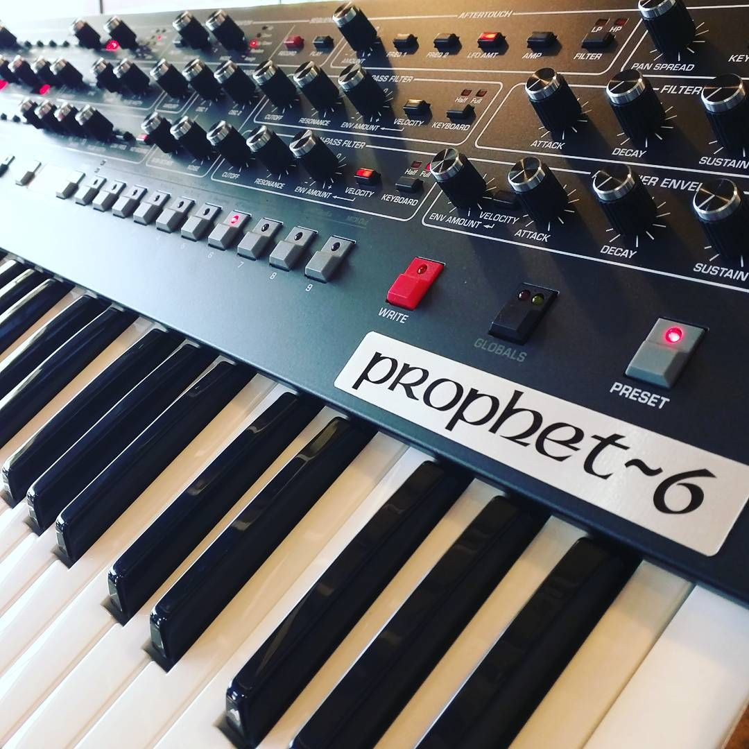 Instagram Electronic Music Synthesizer Recording Equipment