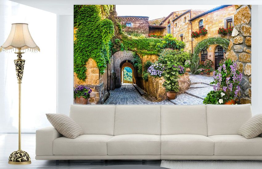 Фото обои Старинный каменный дворик с аркой и растениями ...