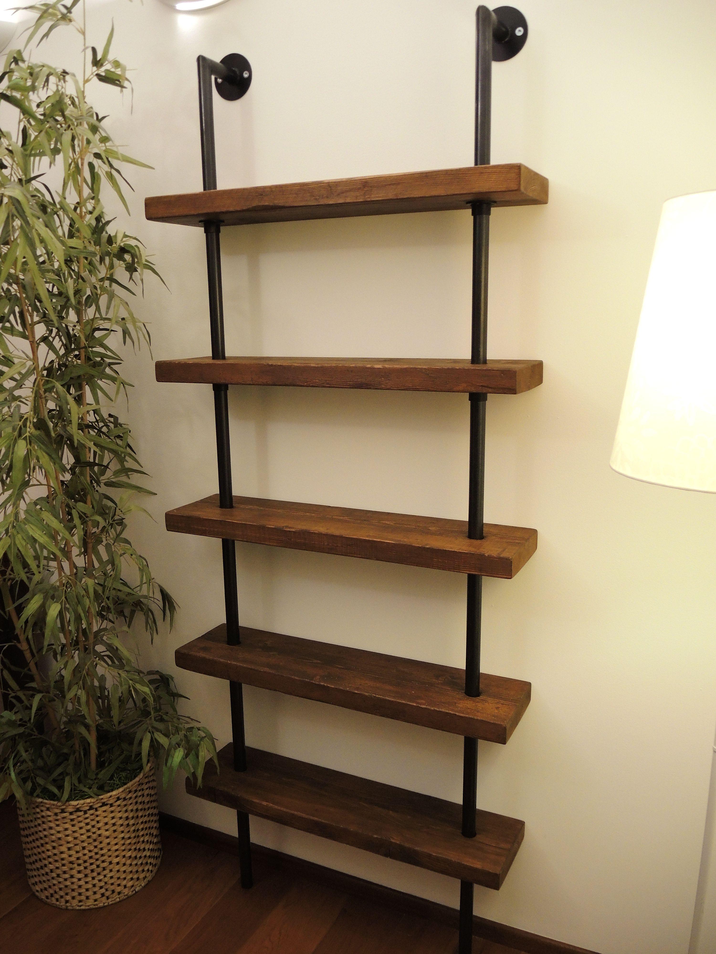 Librerie industrial realizzate con vecchie assi da ponteggio ...
