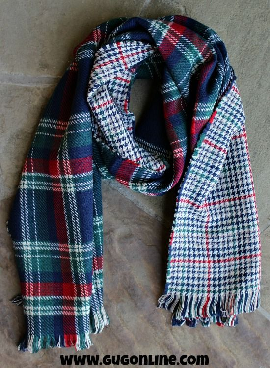 Reversible Plaid and Houndstooth Scarf in Navy