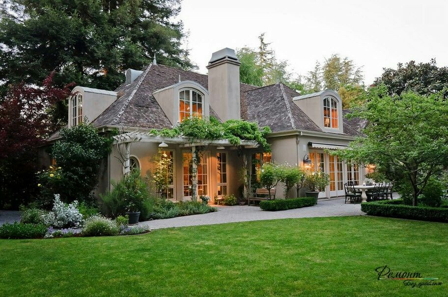 Dig The Hip Roof Line And Elevation French Country Exterior House Exterior French Country House