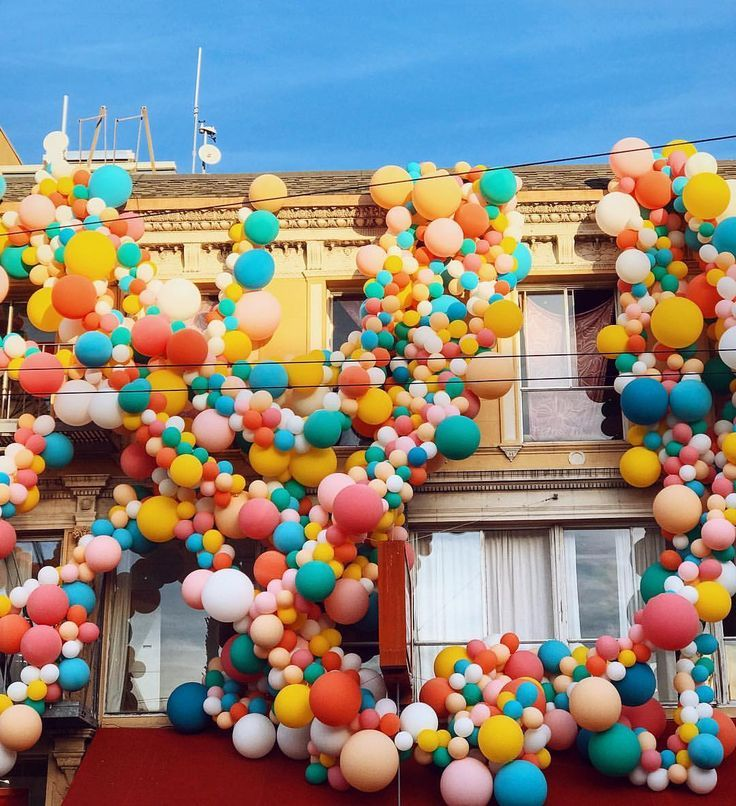 Balloon installation by Geronimo Balloons for the