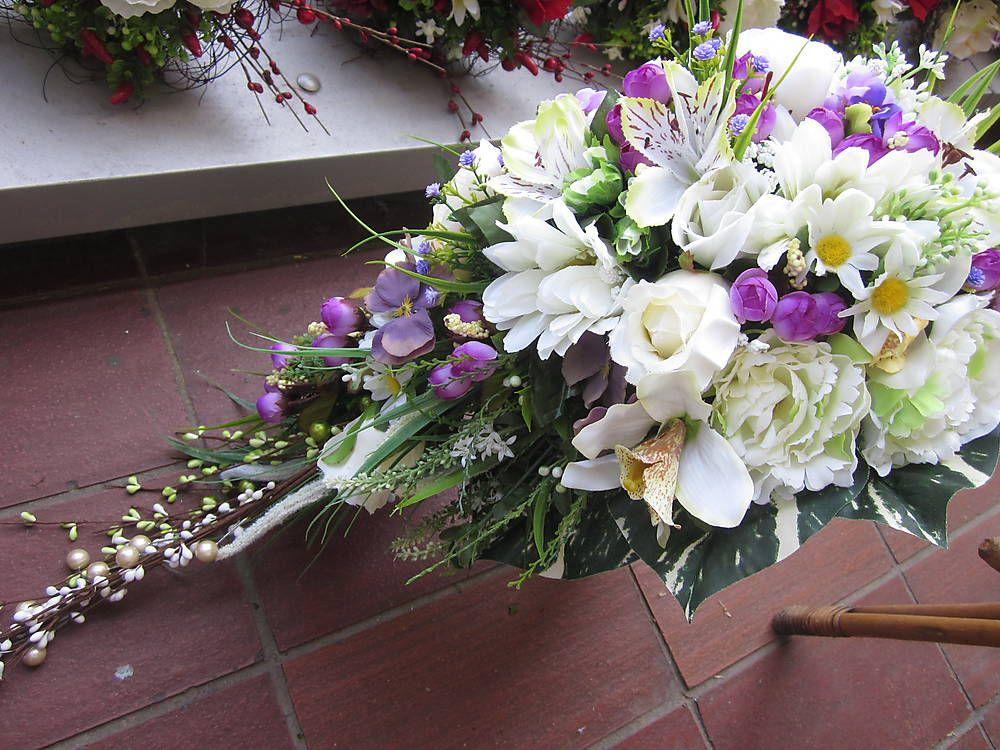 Dekorácie - Predlžená bielo-fialová svadobná,gratulačná kytica - 5433386_
