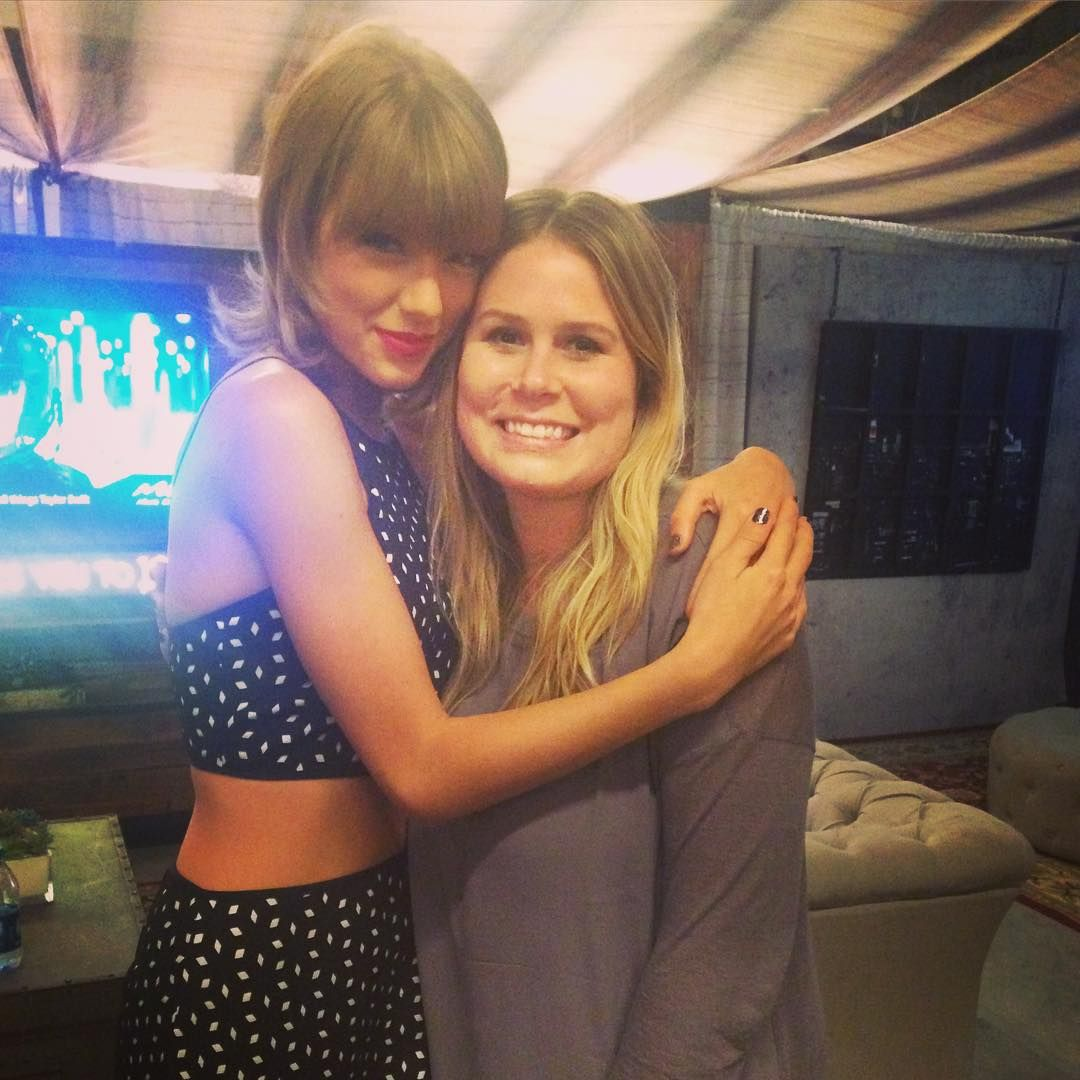 Taylor With A Fan At The Pre Show Meet And Greet In Los Angeles