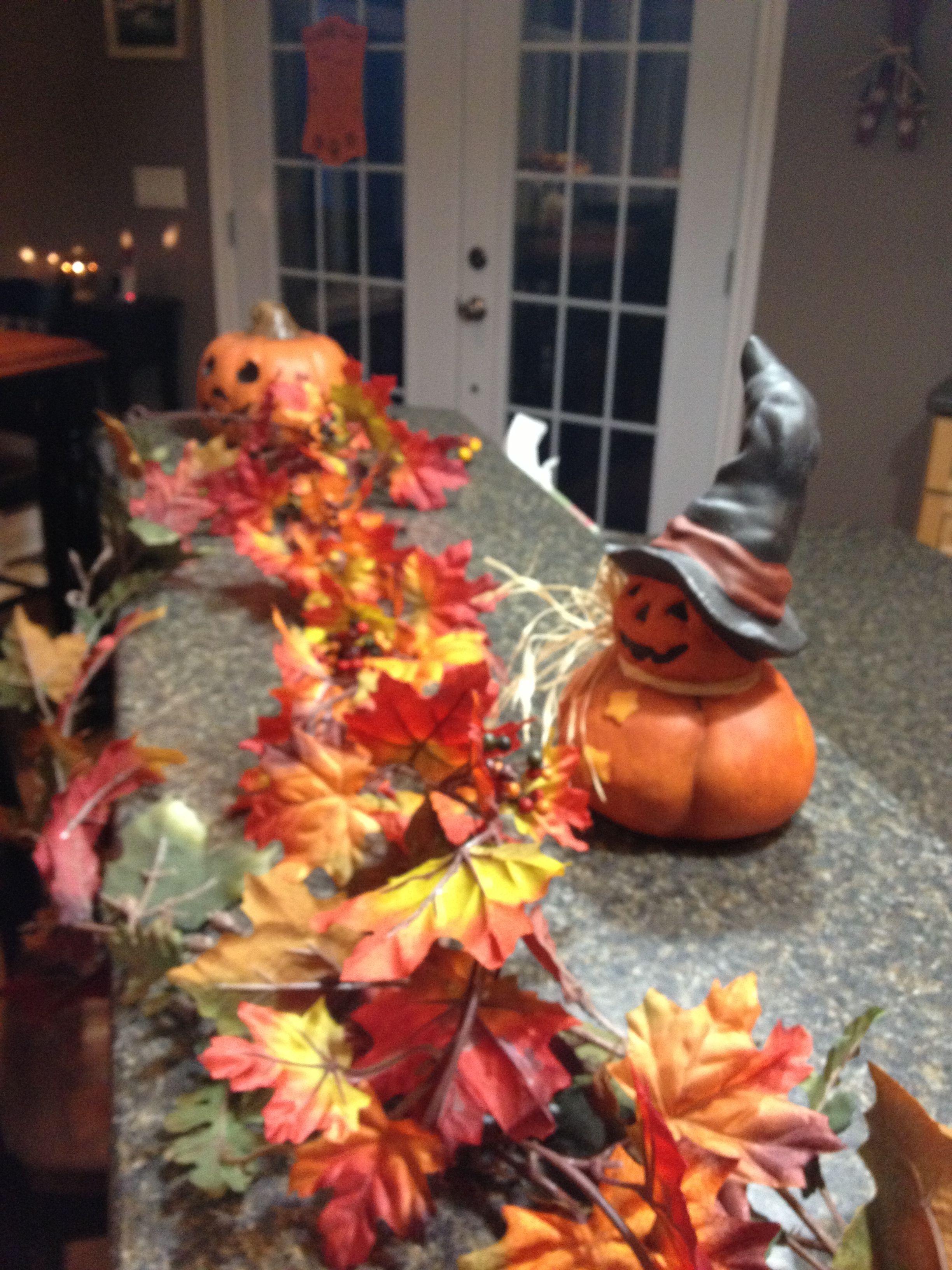 Kitchen island decoration Fall Halloween Decorations