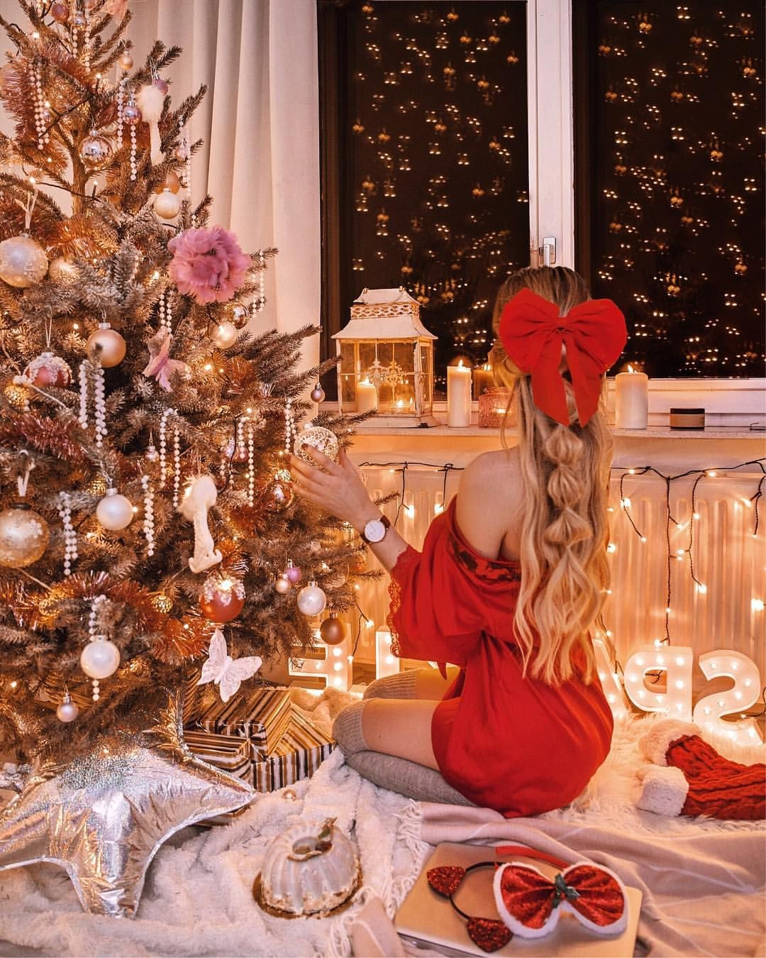 776 Likes 40 Comments Flatlays Fashion Interior Thestylevisitor On Instag Christmas Photoshoot Gold Christmas Tree Decorations Gold Christmas Tree