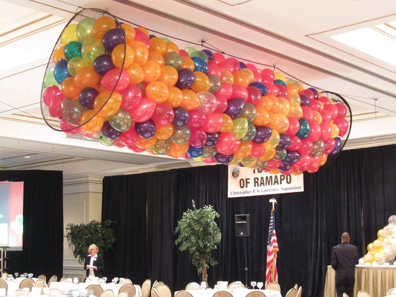 Balloon Net Drop Balloon Net Drop over Dance Floor | Balloon drops ...