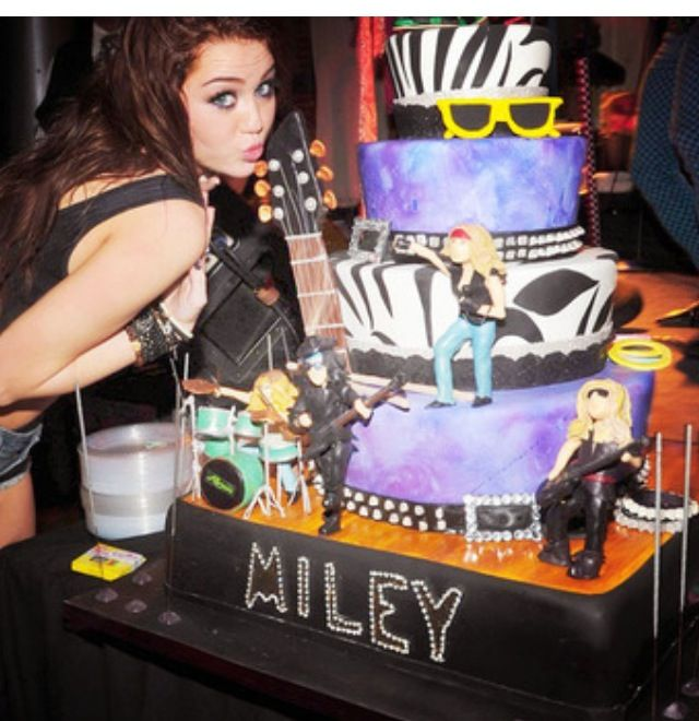 Now Miley Cyrus Must Have One Of The Cutest Chicks Cake Ive Ever