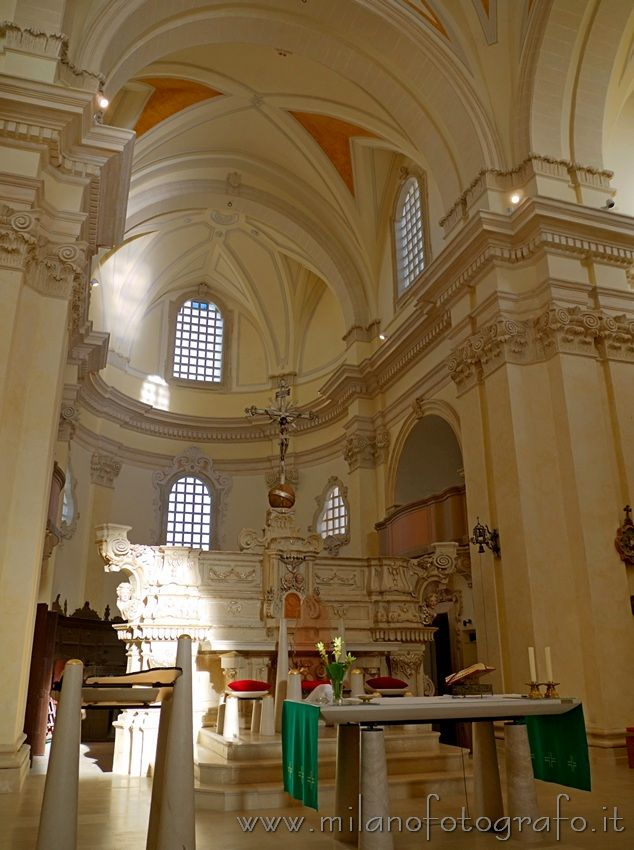 Altar and aps of the Main Church of Soleto (Lecce, Italy). Visit web site for more pictures!