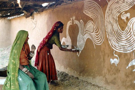 "These wall paintings are done by the Meena Tribe who reside in the Aravalli Hills of India. The white paintings on mud walls are a tradition passed on from generation to generation between the women of the tribe. According to bilingual quarterly magazine Pratilippi,""through these paintings the women record their past and present experiences."" http://rathausartprojects.com/blog/2010/01/12/wall-paintings-the-meena-women/"
