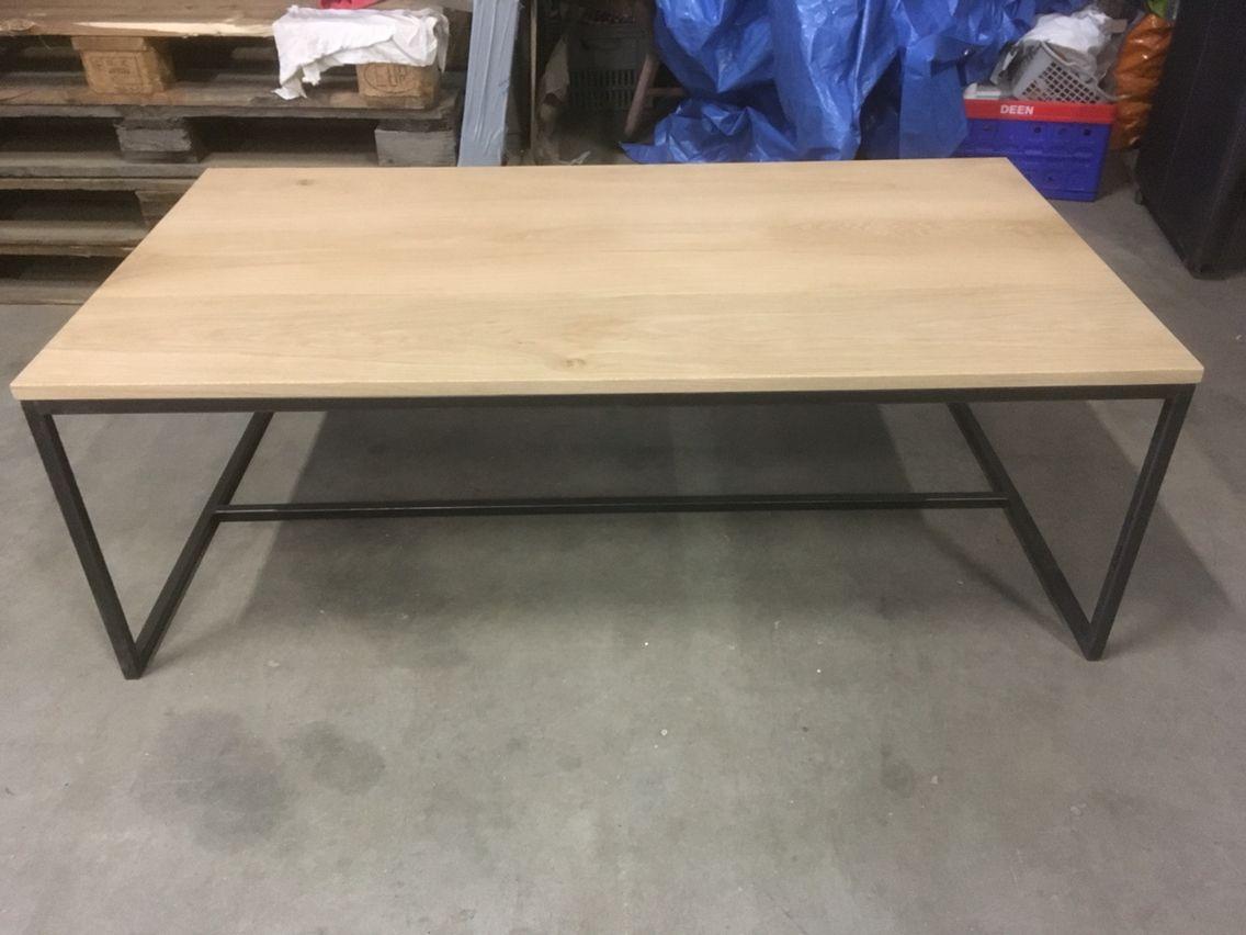 Massief eiken salontafel met stalen frame kaldenbach meubels