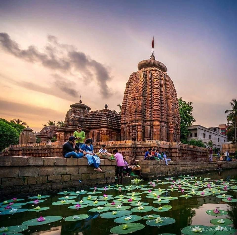 Pin By Sugan On Oh The Places You Ll I Ll Go Hindu Temple India Travel Places To See