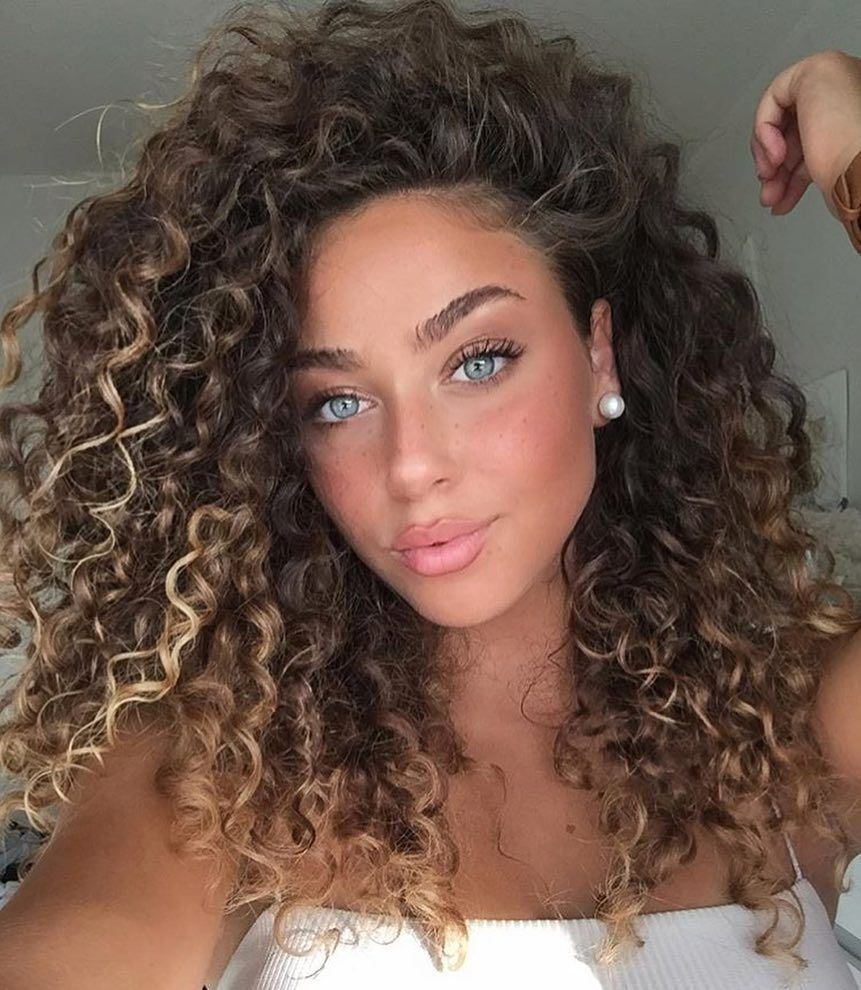 45 Elegant Naturally Curly Hair For Beautiful Women Hairstyles 2019 Women Beauty Blog Hair Styles Curly Hair Styles Short Curly Haircuts