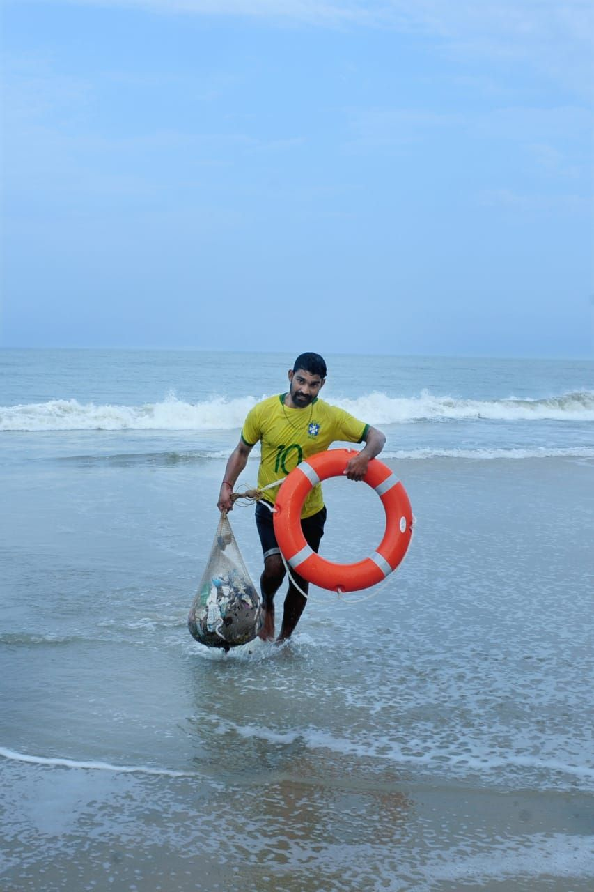 Kerala Fisherman Rid Sea Of 13 5 Tonnes Of Plastic The Better India Ocean Conservation Kerala Rescue Team
