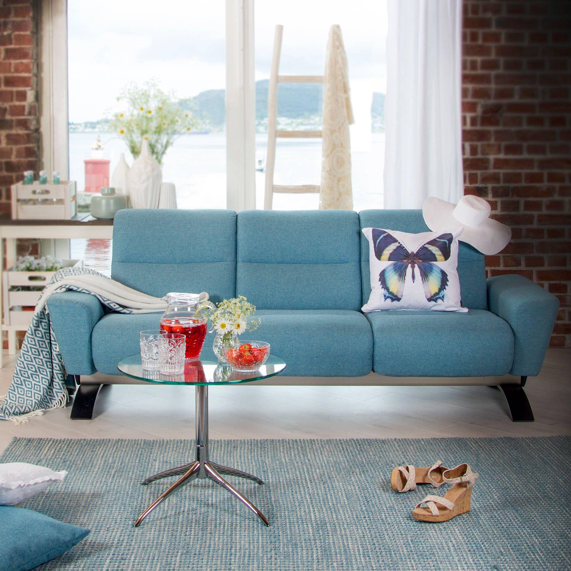 Das Wochenende Kann Kommen Stressless You Julia Sofa Als 3 Sitzer In Der Ausfuhrung Stoff Karma Aqua Beistelltisch Stressless Furniture Sofa Family Room