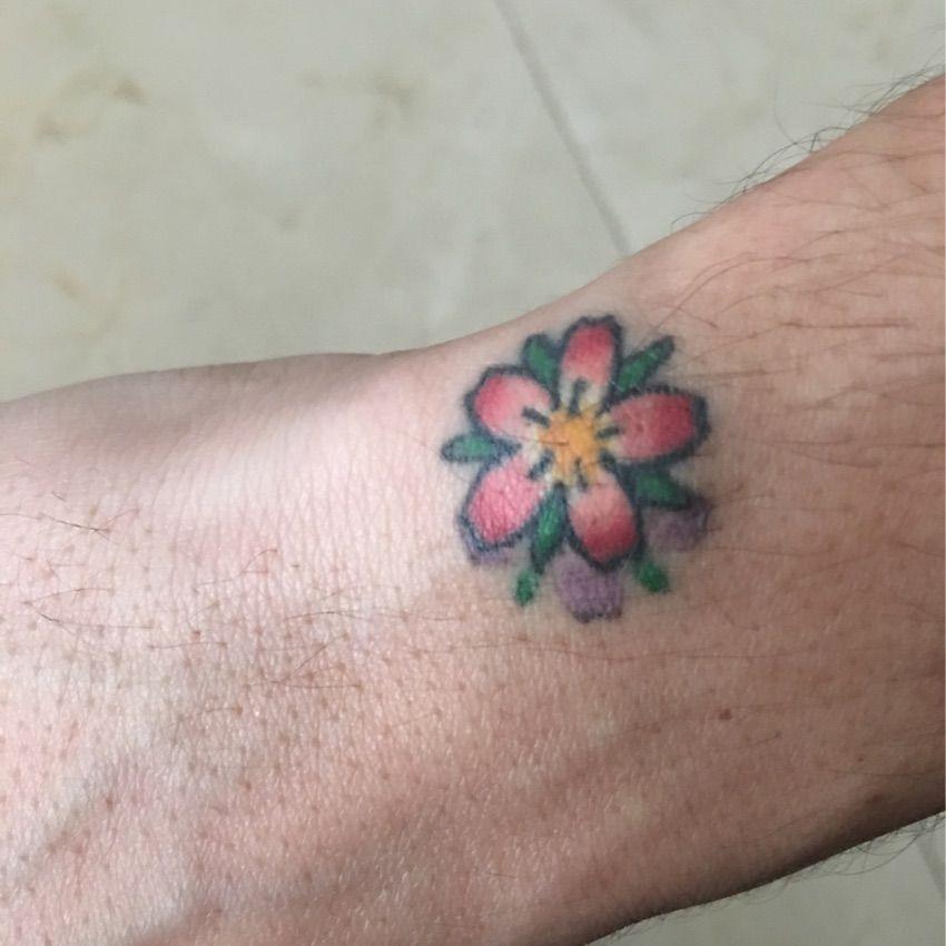 34d45238f John Mayer's wrist tattoo- Flower blossom | Tattoo | Wrist tattoos ...