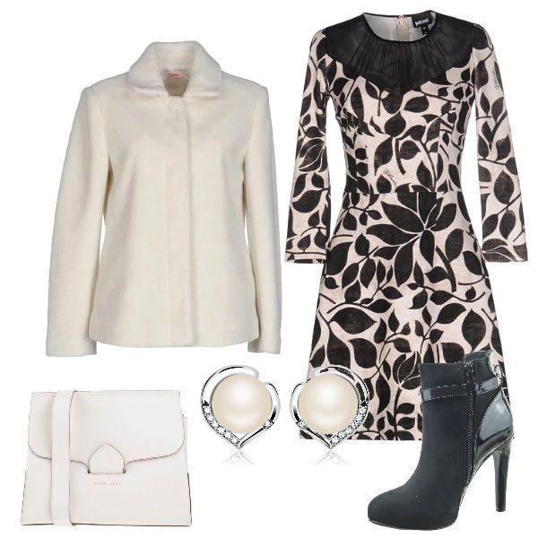 vestito bianco e nero con giacca beige