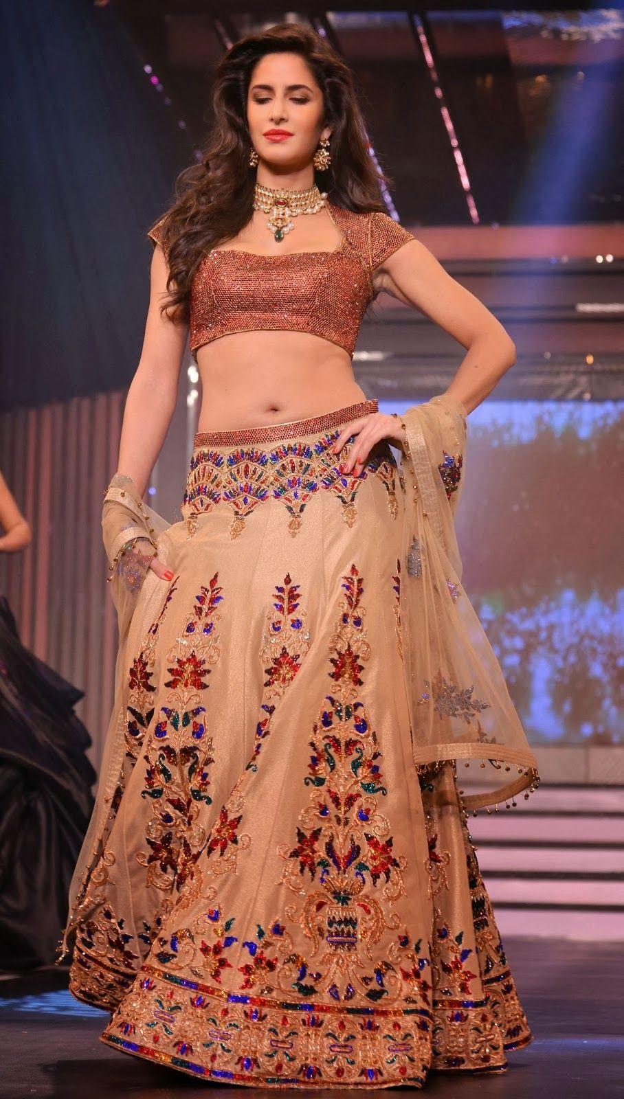 Katrina Kaif At Diva Ni Launches In Mumbai Katrina Kaif Is A British Indian Actress And Former Model Who Appears In I Katrina Kaif Katrina Kaif Navel Fashion