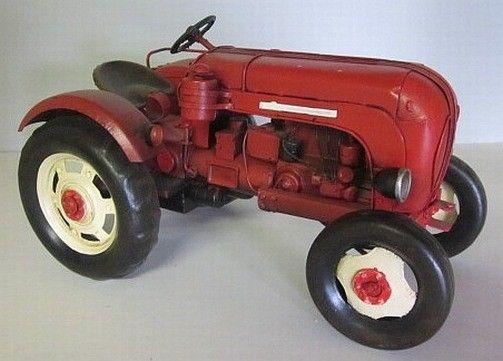 Bei diesem Modell handelt es sich um einen Traktor Porsche Diesel. Das historisches Modell ist nicht nur für Sammler geeignet, sondern macht sich auch super als Präsent für Liebhaber, oder auch für ein Jubiläum...