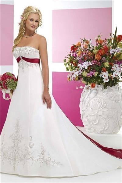 Как украсить самой свадебное платье