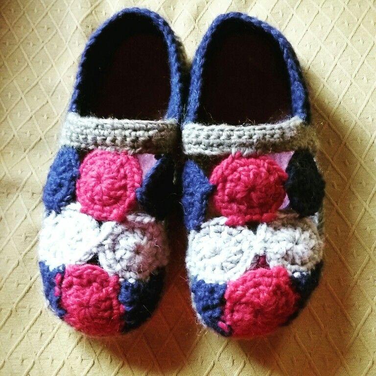 Photo of Pantofole in lana con suola in feltro.