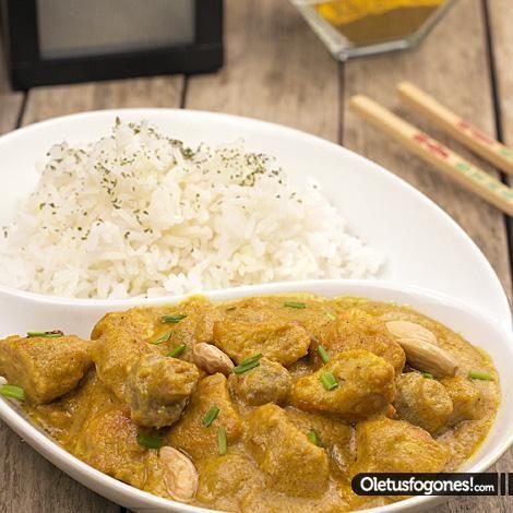Pollo al curry con arroz por SiryaHola!, hoy os traemos una receta que teníamos sin publicar pero que hicimos hace meses cuando preparamos el recetario oriental