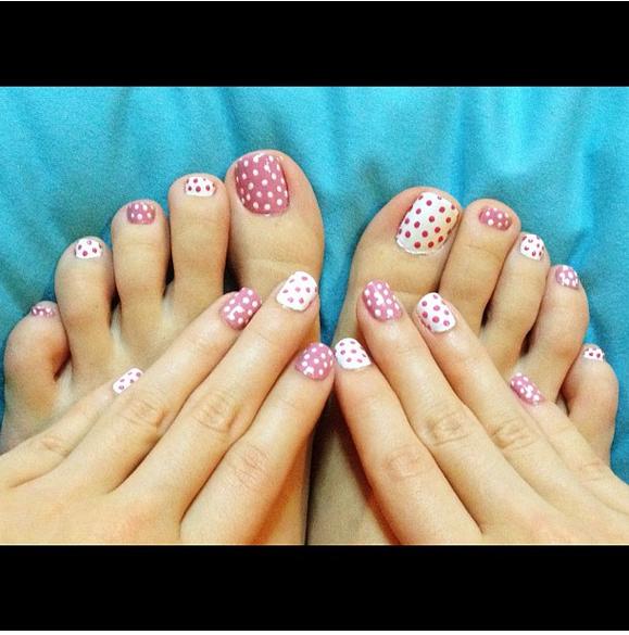 Las u as de los pies tambi n se pintan algunos modelos for Modelos de unas de manos