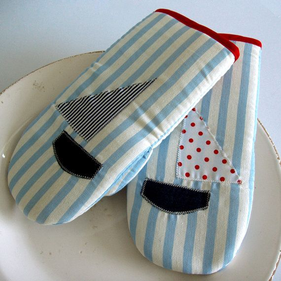 Kitchen Mittens With Lovely Boat Applique Set Of 2Paninohome Endearing Kitchen Mittens Inspiration