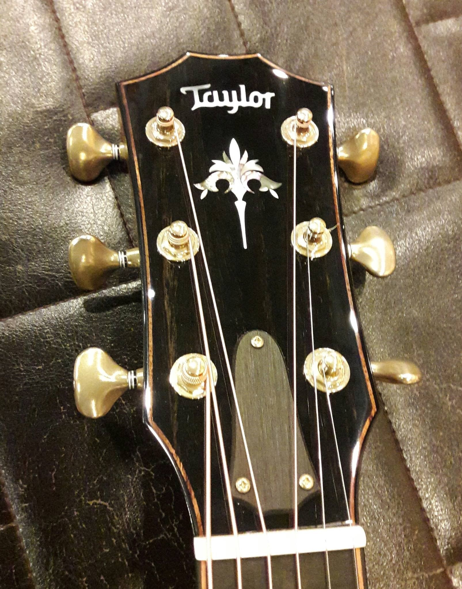 Taylor Acoustic Guitar Headstock Best Acoustic Guitar Acoustic Guitar Lessons Taylor Guitars Acoustic