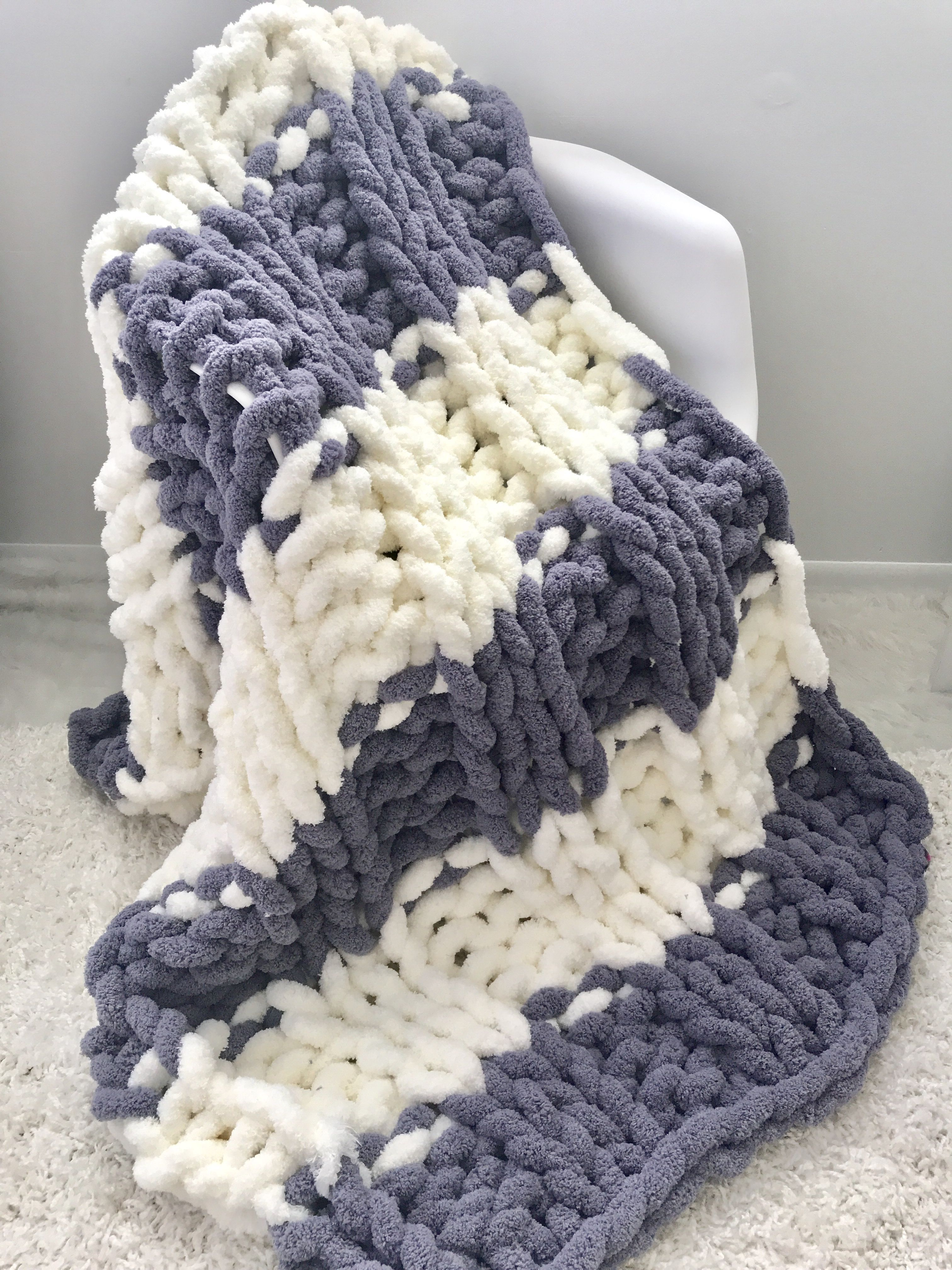 Our Jumbo Chenille Throw In Ivory And Silver Gray Hit Of The
