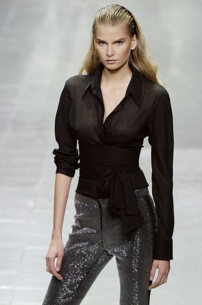 Alexander McQueen at Paris Fashion Week Spring 2006 - StyleBistro