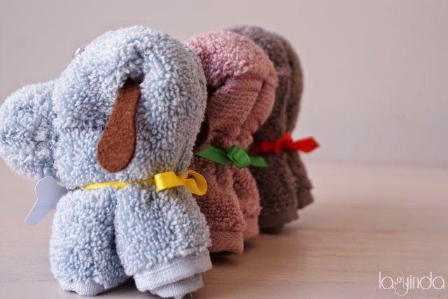Baby shower favors made with towels . Detalles para bautizos hechos con toallas.