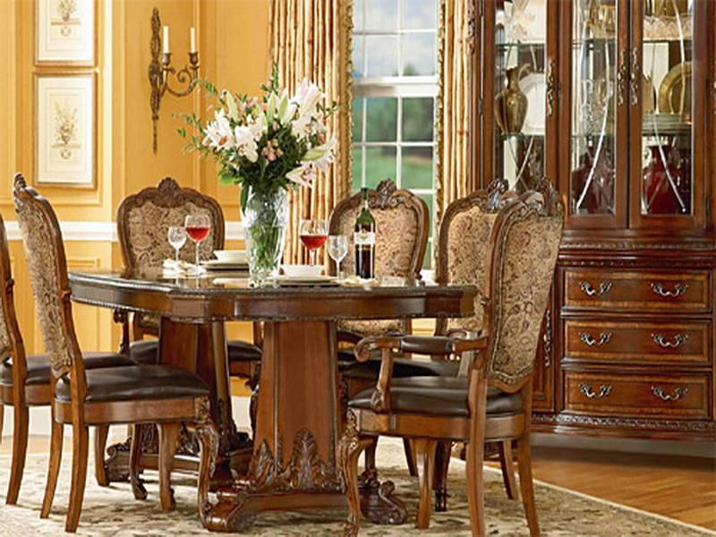 Classic Living Area Old World Decor Ideas Dining Table In
