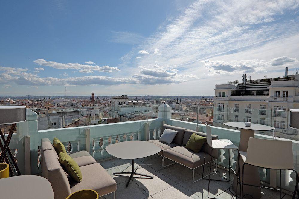 En Solo Unos Meses La Gran Via Ha Conseguido Reunir A Algunas De Las Mejores Azoteas Para Disfrutar De Madrid Des Terrazas Restaurante Terraza Terrazas Madrid