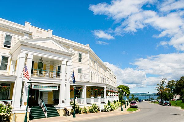 Real Wedding Lindsey And Ryan Justin Alexander Stafford S Perry Hotel Petoskey
