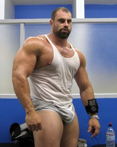 Massive, muscular pecs on this muscle-bear. (beard, huge muscles, muscle men, bodybuilder)