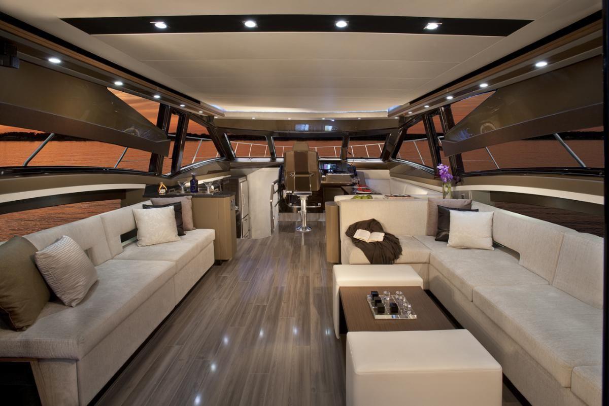Linterno di una yacht illuminato con faretti led faretti led