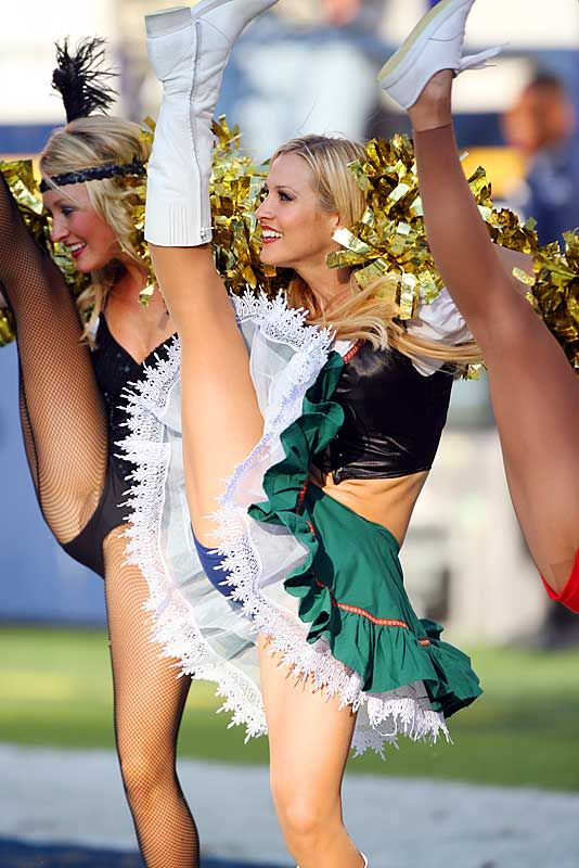 Cheerleader Has Wardrobe Malfunction Top Nfl Cheerleading Squads Pictures