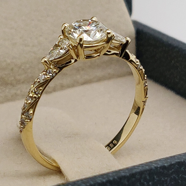 3 Stone Engagement Ring 3 Stone Diamond Ring 1 Carat Ring Etsy Three Stone Engagement Rings 3 Stone Engagement Rings Stone Engagement Rings