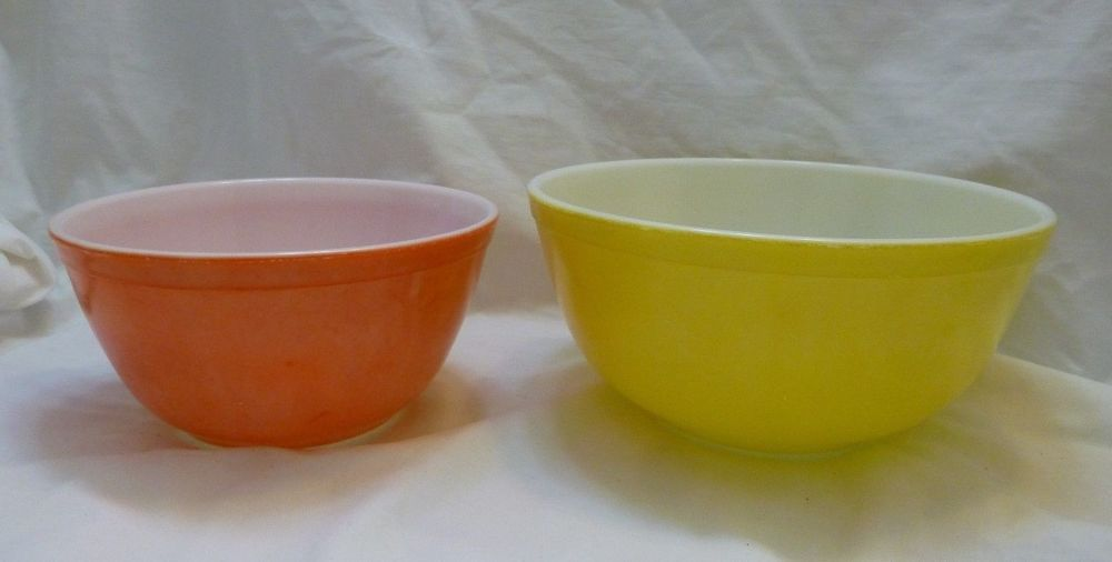 2 VINTAGE PYREX MIXING BOWLS - YELLOW - 2-1/2 QT. & RED/PINK 1-1/2 ...