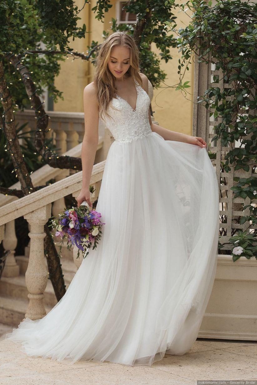 Abiti Da Sposa Semplici I 50 Modelli Piu Belli Abiti Da Sposa Matrimonio Sulla Spiaggia Vestito Abiti Da Sposa Semplici
