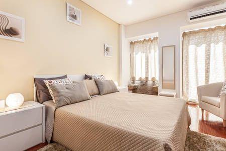 Veja este anúncio incrível na Airbnb: Braga - T0+1 ( (BArnabé Apartment)…