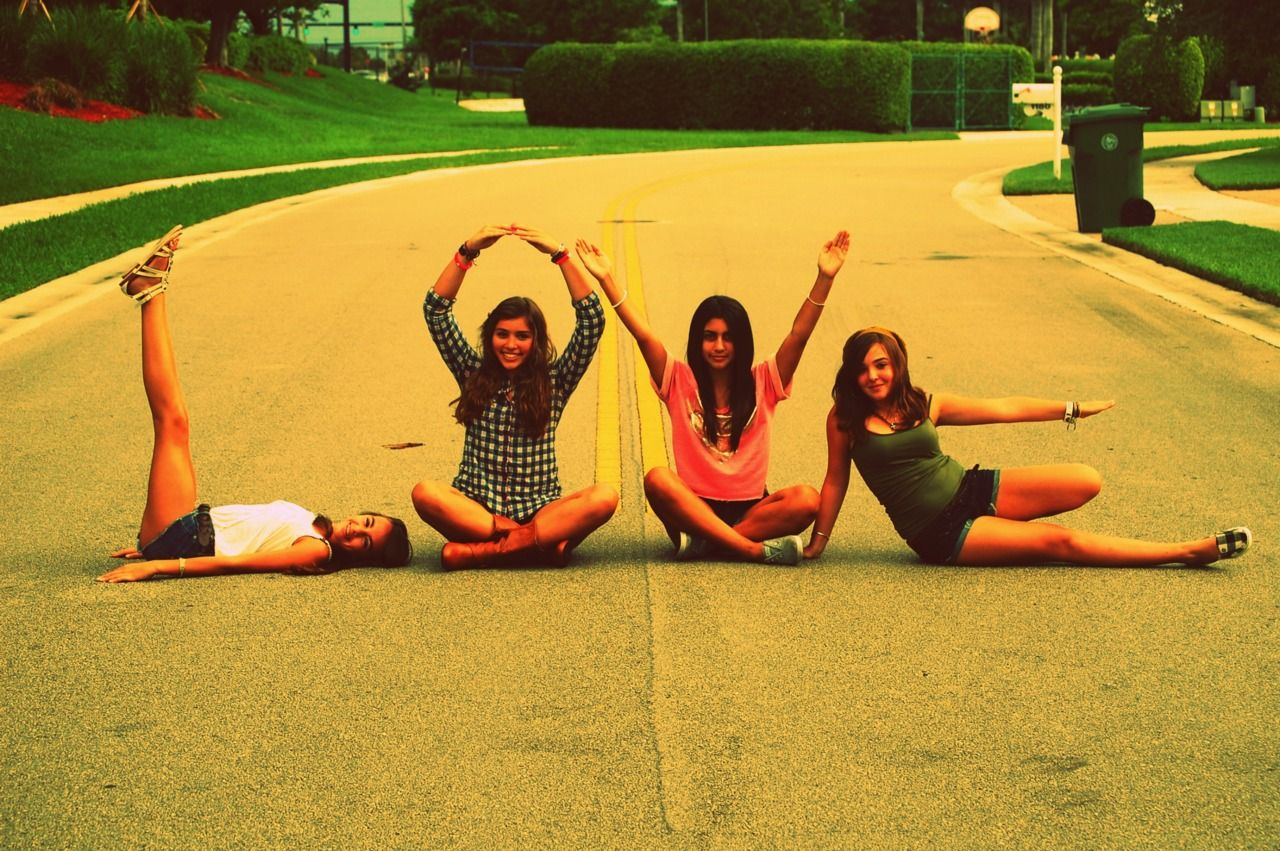 cool pictures ideas with friends - love pose this would be cute to do before the