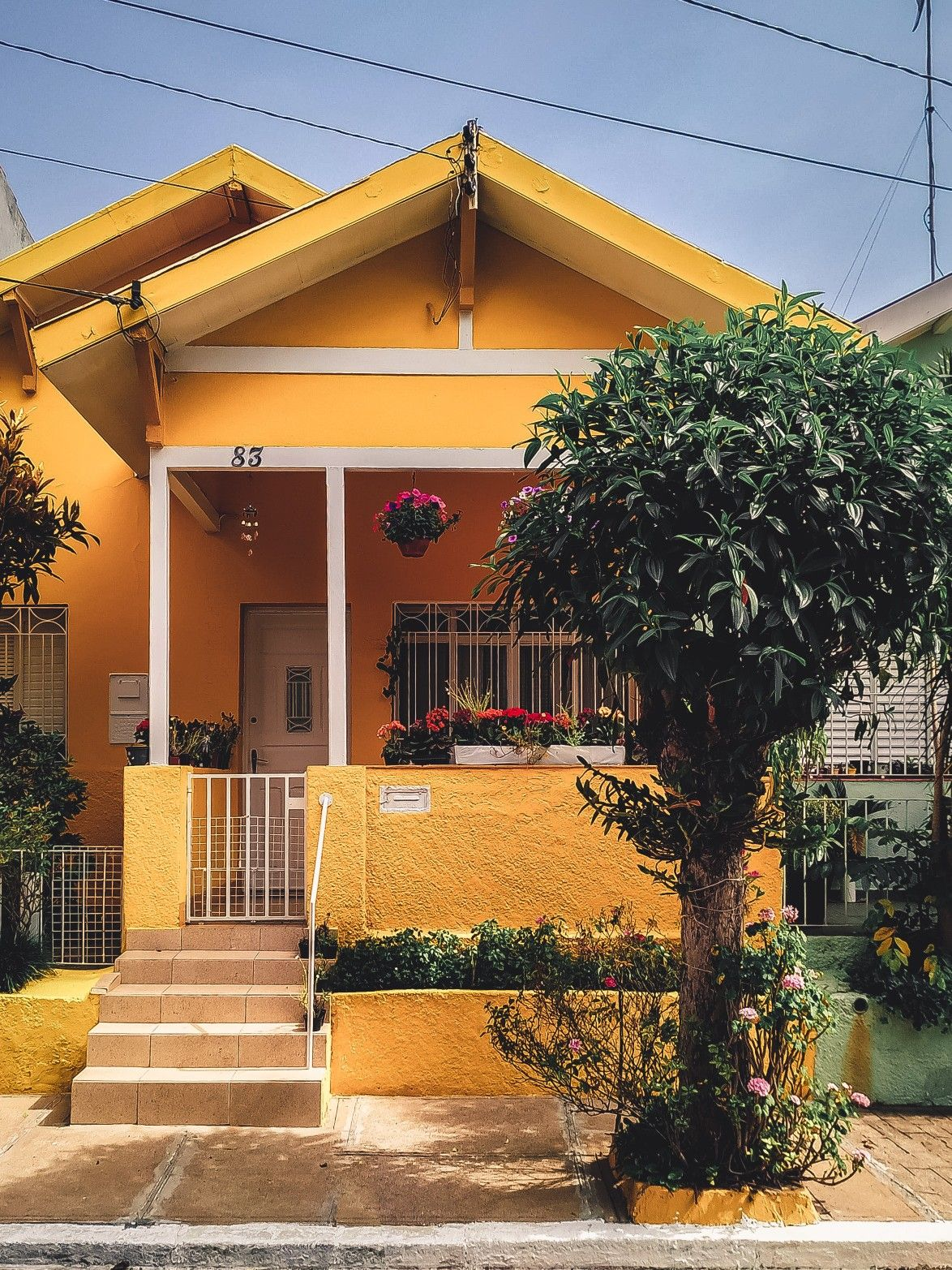 Yellow Concrete House In 2020 Concrete House First Time Home Buyers Custom Homes