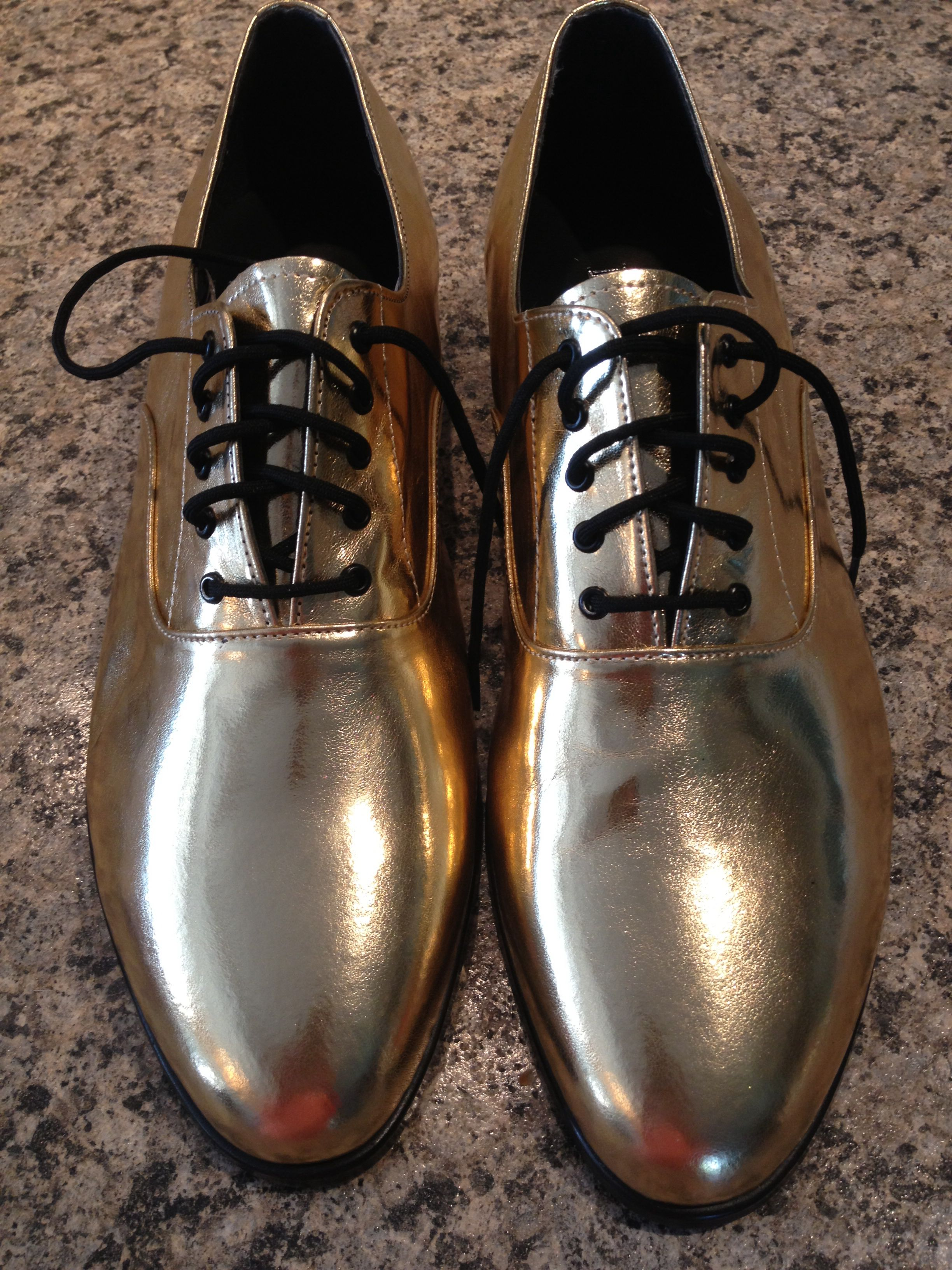 8bcabc2fe84 White and Gold Wedding. Groom and Groomsmen. Mens gold dress shoes ...