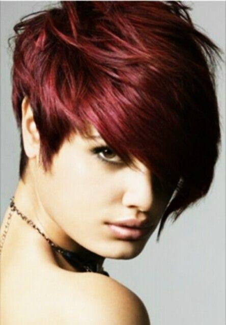 Corte de chica corto en color rojo