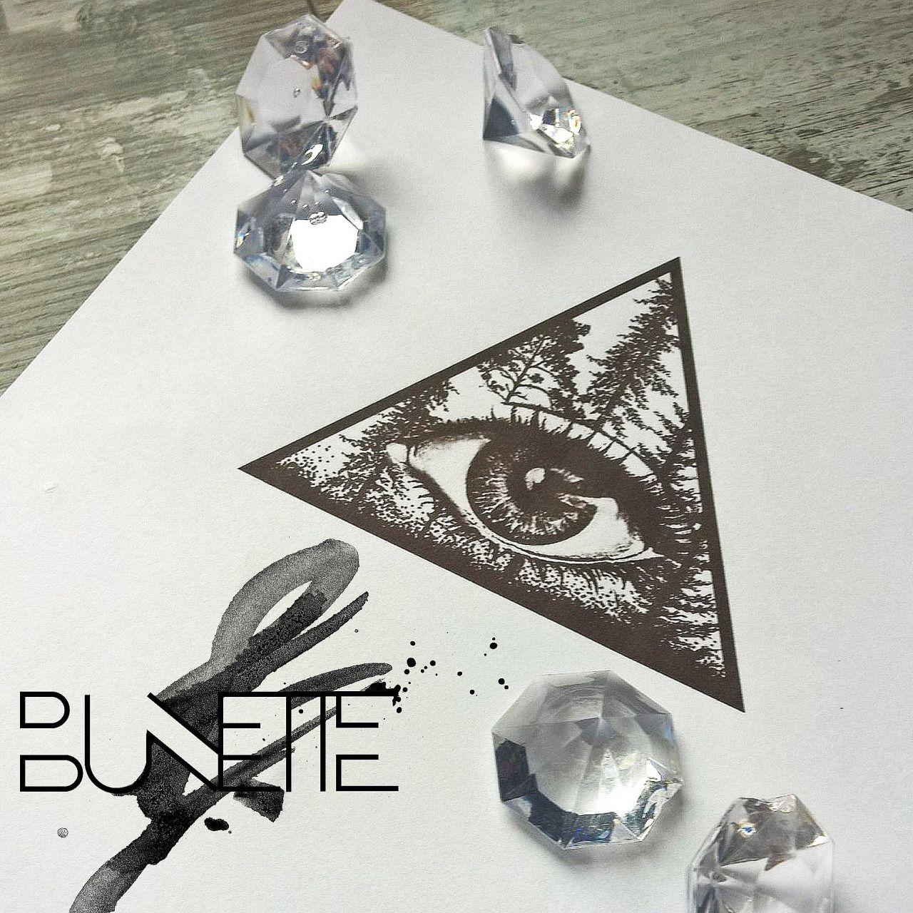 Photo Eye tattoo, Triangle tattoos, Neck tattoo