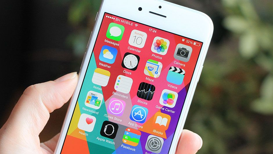 4 Genius Ways To Organize Your iPhone Apps SHEfinds
