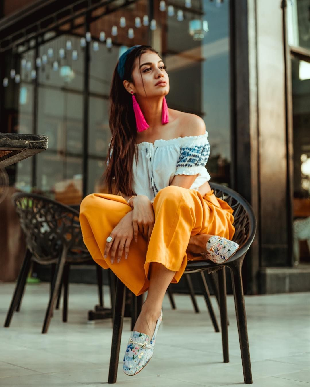 Happy Sunday Just wanted to share a small story with you guys.  I met Divya a few years ago on a…    Stylish girls photos, Divya agarwal, Photography poses women
