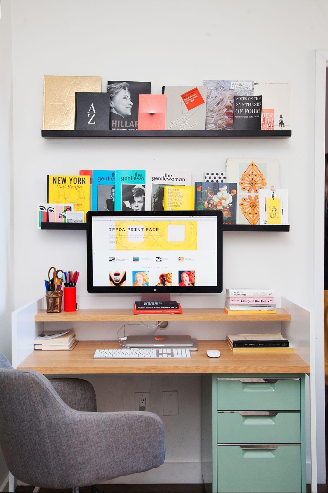 Hylder over skrivebord